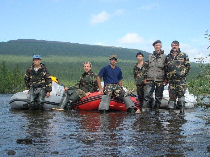 The 2007 Siberian Forest Expedition team prepares to set off on the Kochechum River for the next field site after packing up camp.